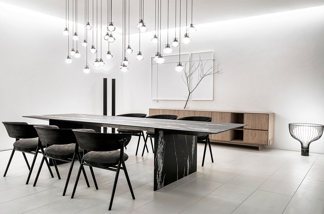 Bizzet Dining Table Sollos